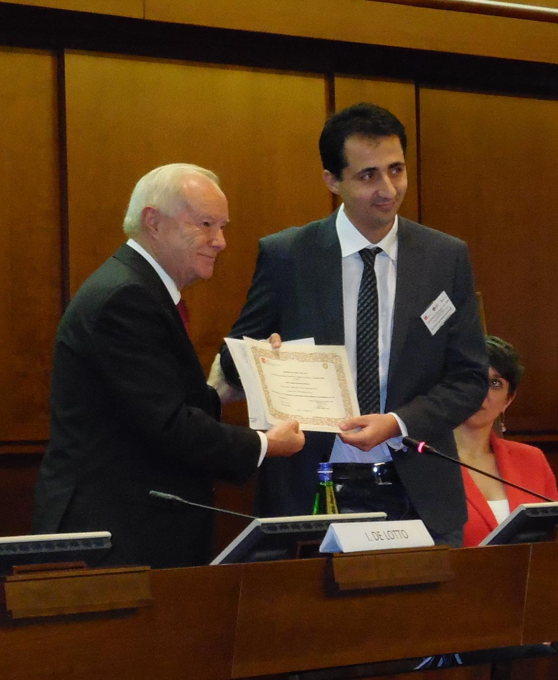 Antonio Giovanni Schiavone durante la premiazione del Premio Etic promosso dall'AICA