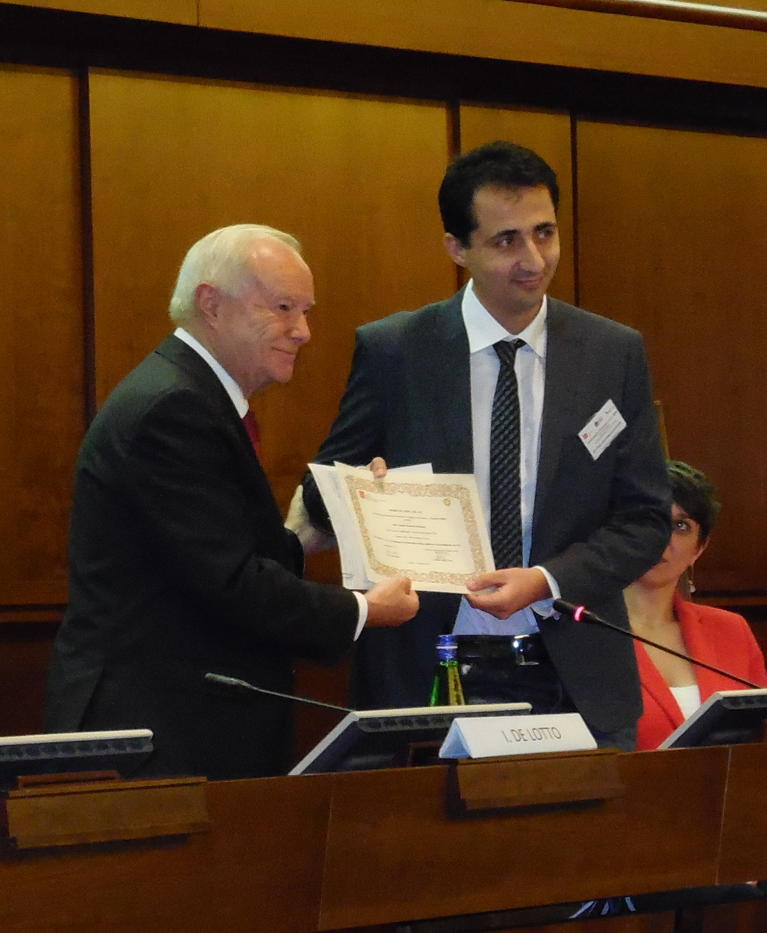 Antonio Giovanni Schiavone receiving the ETIC Award